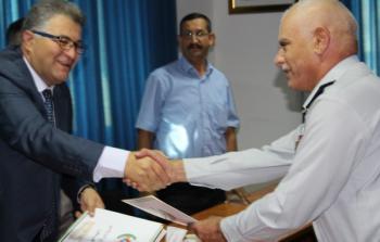 وفد من جامعة القدس أبو ديس يزور مدير عام الدفاع المدني