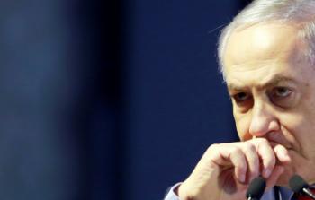نجا بنفسه وطعن نتنياهو بالظهر.. مقربٌ من رئيس الوزراء الإسرائيلي يوقع صفقة قد تطيح به