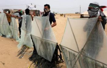 56% من الإسرائيليين يؤيدون قصف مطلقي الطائرات الورقية بغزة