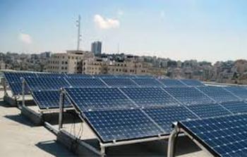 الاحتلال يدمر نظامين للطاقة الشمسية في الخليل