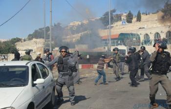 إصابة 26 مقدسيًا وإغلاق باب العامود بعد اعتداء الاحتلال على المواطنين
