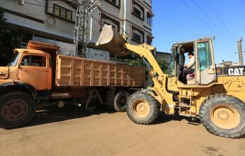 بلدية غزة تدعو المواطنين لعدم إلقاء النفايات في سيول مياه الأمطار