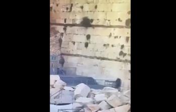 سقوط حجر صخري كبير من حائط البراق