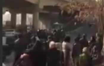 إيران.. فيديو يوثق هبة نساء أمام معتقل إيفين المرعب
