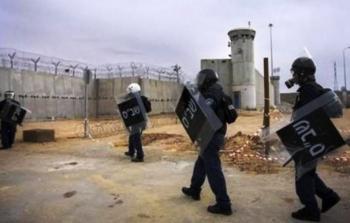 الأسرى الفلسطينيون يهددون بالتصعيد ضد إدارة «السجون الإسرائيلية»