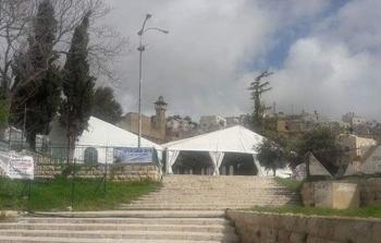 الخليل: مستوطنون ينصبون خياما في ساحات الحرم الابراهيمي
