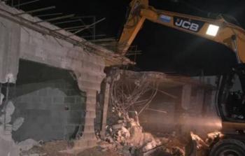 قوات الاحتلال تجبر مواطنًا على هدم منزله جنوب القدس