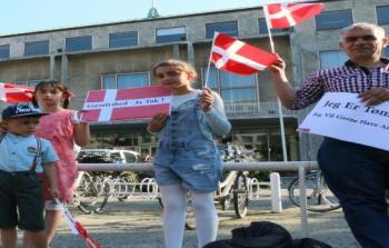"""""""لنعدهم إلى الرقة""""... سوريون تحت رحمة اليمين في الدنمارك"""