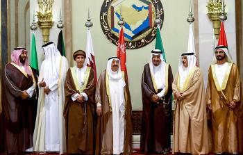 مصادر خليجية تتحدث عن أن الساعات القادمة قد تشهد انفراجا للأزمة الخليجية القطرية