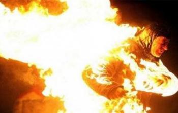 مصرية تشعل النار بـ
