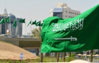 كاتب سعودي يقترح إزالة السيف من علم بلاده لهذه الأسباب الثلاثة