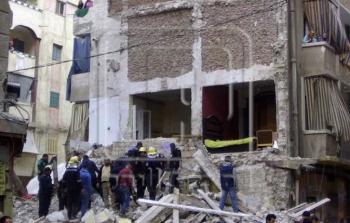 ضحايا ومصابون بانهيار عقار في الإسكندرية