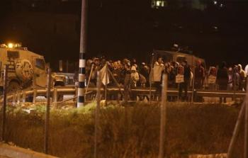 مستوطنون يهاجمون منازل المواطنين في قصرة جنوب نابلس