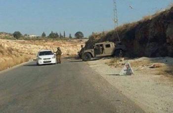 الاحتلالُ يُكثف تواجده على طريق قلقيلية نابلس