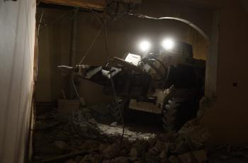 الاحتلال يدمر منزل عائلة الأسير عرفات ارفاعية في الخليل