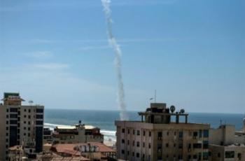 موقع عبري: حماس تختبر صواريخا جديدة ببحر غزة
