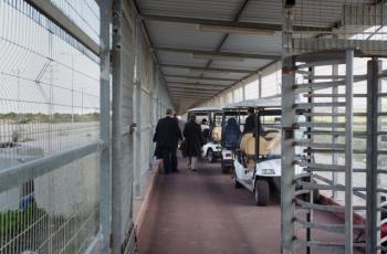 الاحتلال يعتقل مرافق مريضة من خانيونس وزوجته توضح التفاصيل