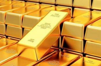 قوة الدولار تهوي بأسعار الذهب
