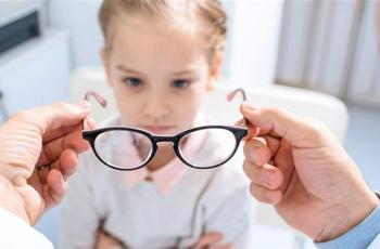 علامات تشير إلى حاجة طفلكم لنظارات طبية!