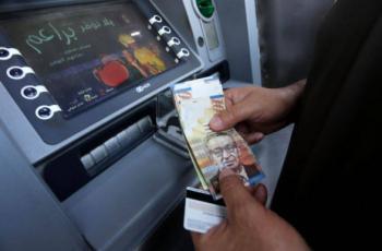 وزير الاقتصاد: سنقترض من البنوك لزيادة نسبة صرف الرواتب خلال رمضان والعيد