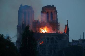 كاتدرائية نوتردام.. سر 15 دقيقة (فصلت بين الدمار والبقاء)