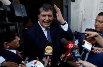 رئيس بيرو السابق جارسيا يطلق على نفسه الرصاص أثناء محاولة اعتقاله