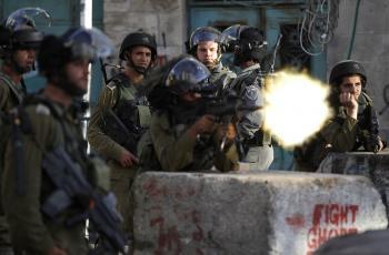 الاحتلال يطلق النار.jpg