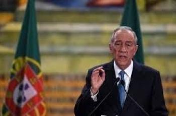شاهد: رئيس البرتغال بدون أيّ حراس بالشورت والكمامة