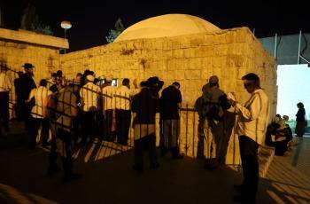 الاحتلال يعتقل شابا من بلدة عناتا شرق القدس