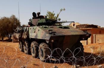 مسلحون يهاجمون 3 قواعد عسكرية فرنسية في مالي