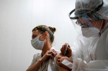 روسيا تنتج ملايين اللقاحات ضد كورونا على أراضي دولة آسيوية