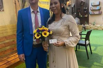 عروسة فلبينية وعريس إيطالي يتزوجان في إحدى كنائس غزة
