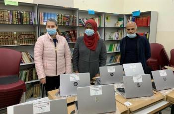 مؤسسة فيصل الحسيني تسلم 151 جهاز حاسوب لـ 14 مدرسة منذ انطلاق مشروع اشتري زمناً لمدارس القدس