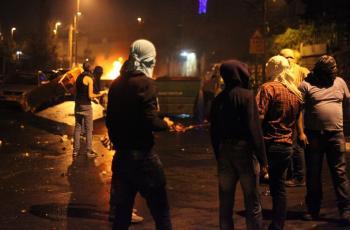 مستوطنون يهاجمون مركبات المواطنين قرب بلدة عورتا جنوب نابلس