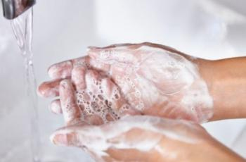 عليك غسل يديك فوراً بعد لمس هذه الاشياء !