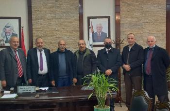 رئيس بلدية الخليل يؤكد على دور البلديات في الحفاظ على السلم الأهلي