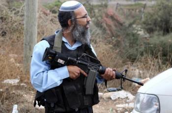 مستوطنون مسلحون يهاجمون منازل المواطنين وسط الخليل