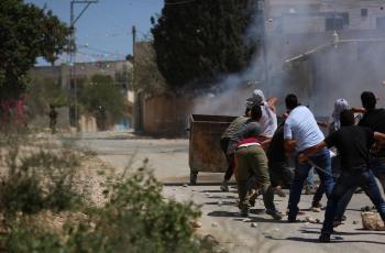 عشرات حالات الاختناق بالغاز خلال مواجهات مع الاحتلال في كفر قدوم