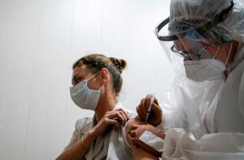 تعميم اللقاح ضد كورونا على جميع مناطق روسيا قبل نهاية الأسبوع