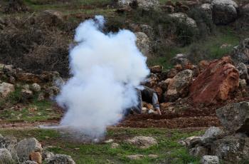 عشرات حالات الاختناق جراء قمع الاحتلال مسيرة بيت دجن شرق نابلس