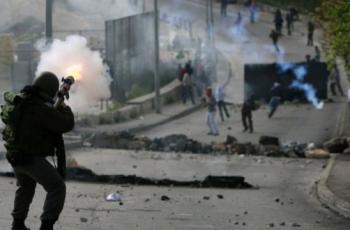 إصابة شاب بعيار اسفنجي والعشرات بالاختناق خلال قمع الاحتلال مسيرة كفر قدوم