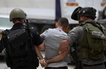 الاحتلال يعتقل شابين من قرية النبي صموئيل على حاجز الجيب العسكري