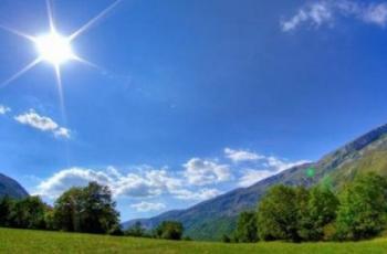 الطقس: أجواء حارة ولا يطرأ تغير على درجات الحرارة