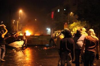 اصابة بالرصاص وهدم أجزاء من منزل قيد الإنشاء خلال التصدي لهجوم للمستوطنين في بورين
