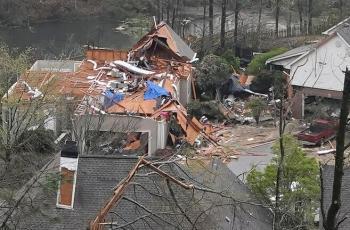 مصرع 5 أشخاص جراء إعصار ضرب ولاية ألاباما الأمريكية