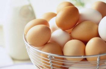 تناول البيض بكثرة يعرضك للإصابة بهذا المرض