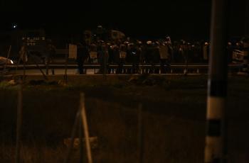 مستوطنون يغلقون مدخل قرية أم صفا شمال غرب رام الله