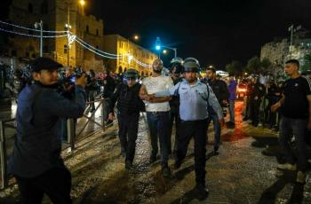 قوات الاحتلال تعتقل مقدسيين من باب العامود