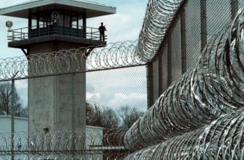 قرابة 4500 أسيرًا واسيرة في سجون الاحتلال