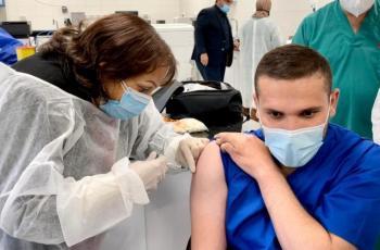 الصحة تعلن بدء تطعيم الكوادر التدريسية للصفوف من الأول وحتى السادس